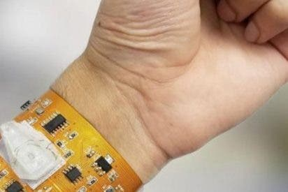 Así es la nueva pulsera inteligente que puede controlar tu salud conectada a un smartphone