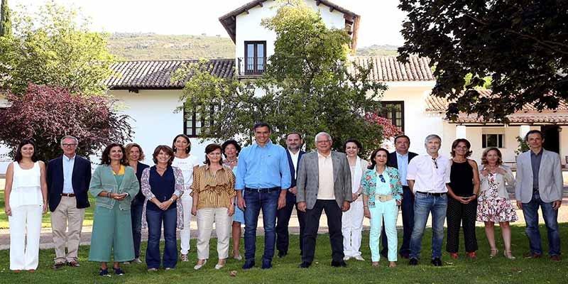 Pedro Sánchez vuelve a encaramarse al helicóptero que pagamos todos para charlar con sus ministros en el campo