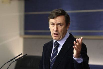 """Rafael Hernando se flagela en El País y pide perdón a las víctimas del franquismo: """"Me pasé cuatro pueblos"""""""