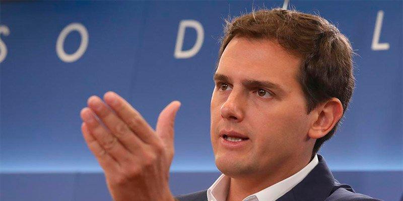 Rivera dice que Ciudadanos no apoyará el circo montado por Sánchez con el cadáver de Franco