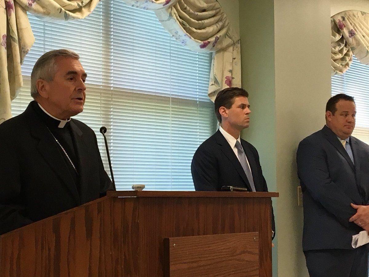 Un obispo estadounidense ofrece una lista de 71 clérigos acusados de abuso a menores