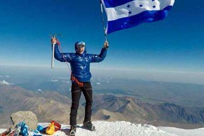Ronald Quintero, alpinista hondureño, conquista el Monte Elbrus - Rusia