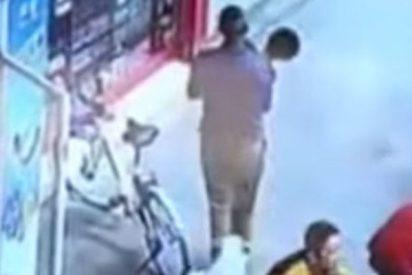 Captan el secuestro de un niño a solo 10 metros de su padre