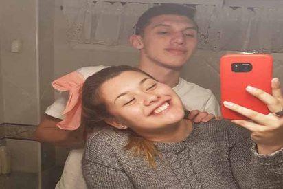 Esta foto aparentemente normal de una pareja en el baño se hace viral y no por el papel higiénico