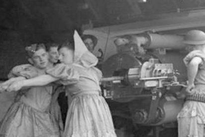 ¿Sabes por qué estos soldados combatían vestidos de mujer en la II Guerra Mundial?