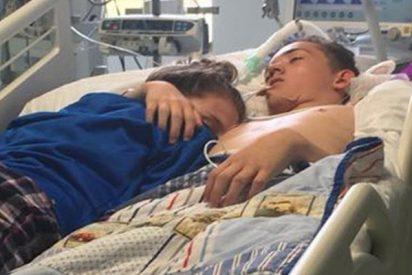 Así se despide esta chica de su novio en el hospital antes de que lo desconecten