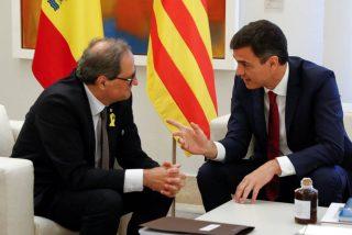 Pedro Sánchez se baja los pantalones y mantiene la reunión bilateral tras el ataque de Torra al Rey de España