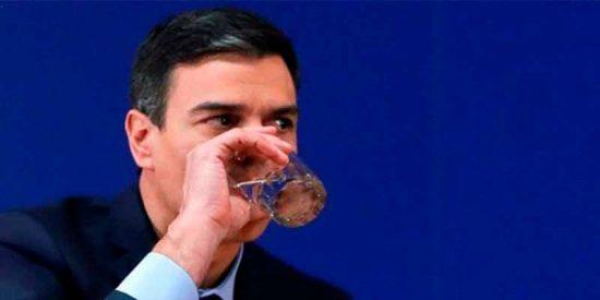 El socialista Pedro Sánchez se va tan pancho de vacaciones con España al borde del colapso