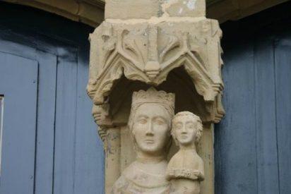 Colocan restauradas en una iglesia de Gernika dos tallas del siglo XV destrozadas hace un año