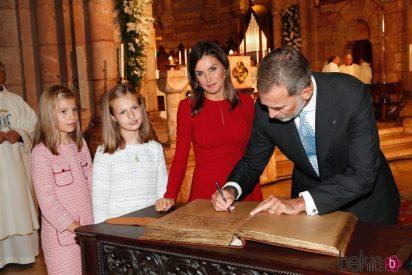 El gesto ateo de la reina Letizia en plena iglesia por el que Casa Real se hace cruces