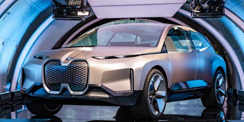 ¿Tienen que pasar la ITV los coches eléctricos?
