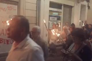 La marcha de los zombis 'catanazis' con antorchas tras llamar Torra a la insurrección