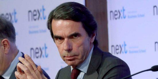 """Aznar no deja 'títere con cabeza' al hablar del """"tonto útil"""" de Sánchez y del PSOE, la """"plataforma de Podemos"""""""