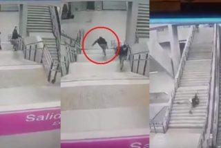 Trompazos: espectacular caída del tipo que se colaba en el Metro