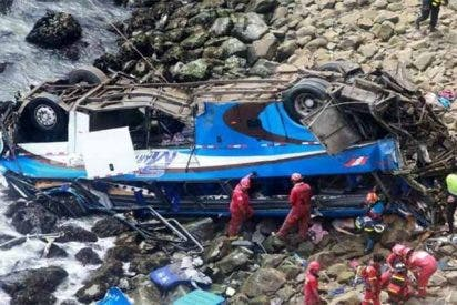 Perú: accidente en Los Andes deja saldo de 23 muertos y 15 heridos