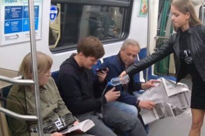 Estas activistas con mala leche derraman lejía en la ingle de hombres que se abren de piernas en el metro