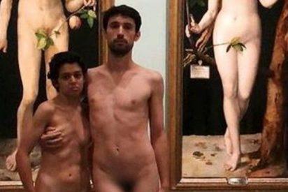 Museo del Prado: Esta pareja de feos se desnuda y posa delante de los cuadros de Adán y Eva