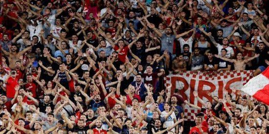 Varios heridos tras ceder la valla durante un gol del Sevilla contra el Éibar