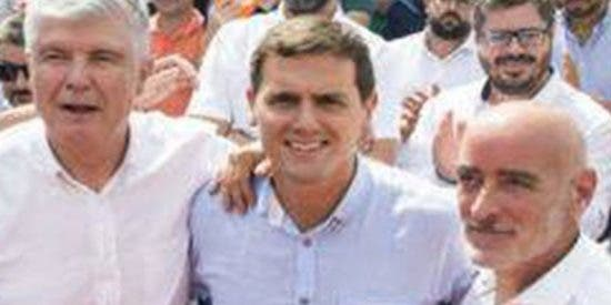 """Sucio ataque del periódico del PNV a Albert Rivera con insultos: """"Petimetre"""""""