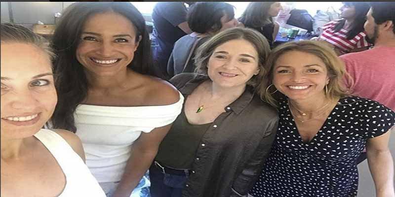 El selfie de las 'amigas' de Albert Rivera camino de la reunión para romper el pacto con el PSOE
