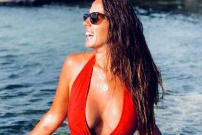Anabel Pantoja presume de escotazo exuberante a lo Pamela Anderson