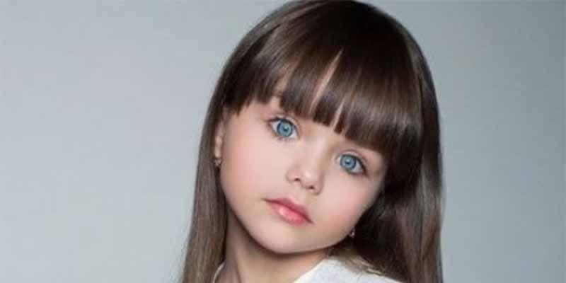 'La niña más guapa del mundo' va al colegio por primera vez