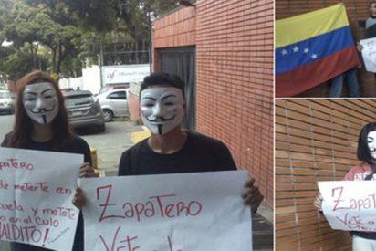 """Miembros de Anonymous Venezuela dejan este mensaje a ZP en la embajada española: """"¡Vete a la mierda!"""""""