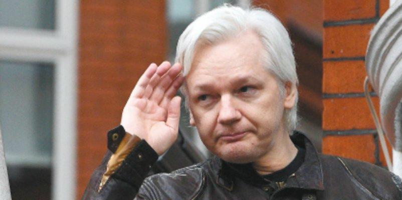 """Assange: """"Esta generación que nace ahora será la última libre"""""""
