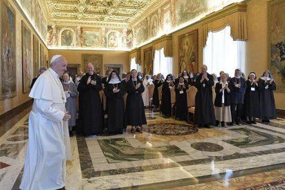 """Francisco a las Benedictinas: """"Ustedes son iconos de la Iglesia y de la Virgen"""""""