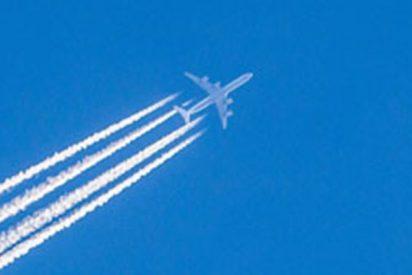 Estos tres aviones tienen un espectacular y peligroso encuentro en pleno vuelo