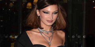 Las transparencias de Bella Hadid que paralizaron París en la Fashion Week