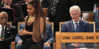 Críticas a Bill Clinton por mirarle el culo a Ariana Grande en el funeral de Aretha Franklin