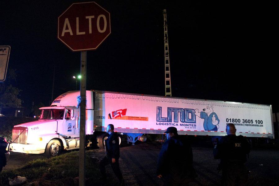 Los cadáveres hallados en dos camiones frigoríficos en México serán identificados y enterrados