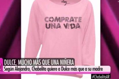 Cachondeo en la redes por la falta de ortografía en la primera camiseta de la línea de moda de Isa Pantoja