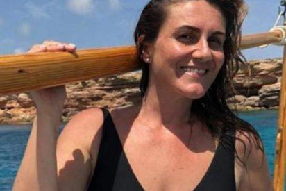 Carlota Corredera le echa valor, sube una foto en bañador, pero se 'caga' y veta los comentarios