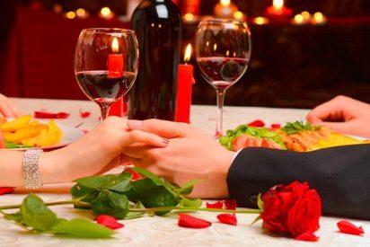 ¿Sabías que una cena, tanto hombres como mujeres se sienten incómodos si paga ella?