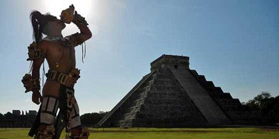 Arqueología: Una mesa de piedra descubierta en el Chichen Itzá desvela una cara oculta de los antiguos mayas