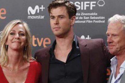 Chris Hemsworth revoluciona San Sebastián en compañía de mamá y papá y sin Elsa Pataky