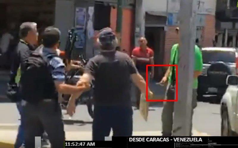 Colectivos chavistas amenazan con cuchillos a periodistas que informaban sobre una protesta opositora