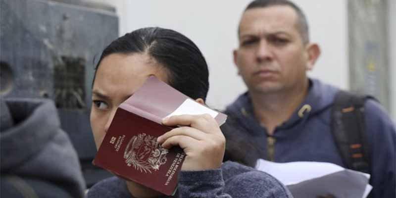 Ecuador abre la mano y será más flexible respecto a los documentos que le pide a los venezolanos