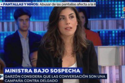 Una periodista de la Factoría Escolar se lleva una somanta de palos en Espejo Público por defender a la ministra homófoba
