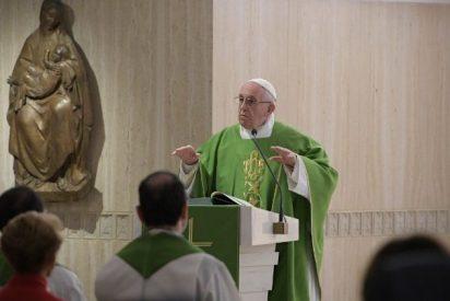 """Francisco, contra los cristianos que llevan """"una doble vida"""""""