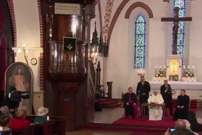 """El Papa, a los católicos letones: """"Ni el régimen nazi, ni el soviético apagó la fe en vuestros corazones"""""""