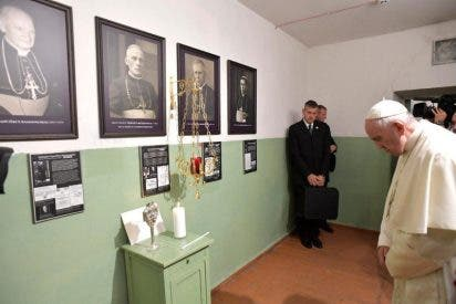 El Papa reza en el gueto de Lituania: