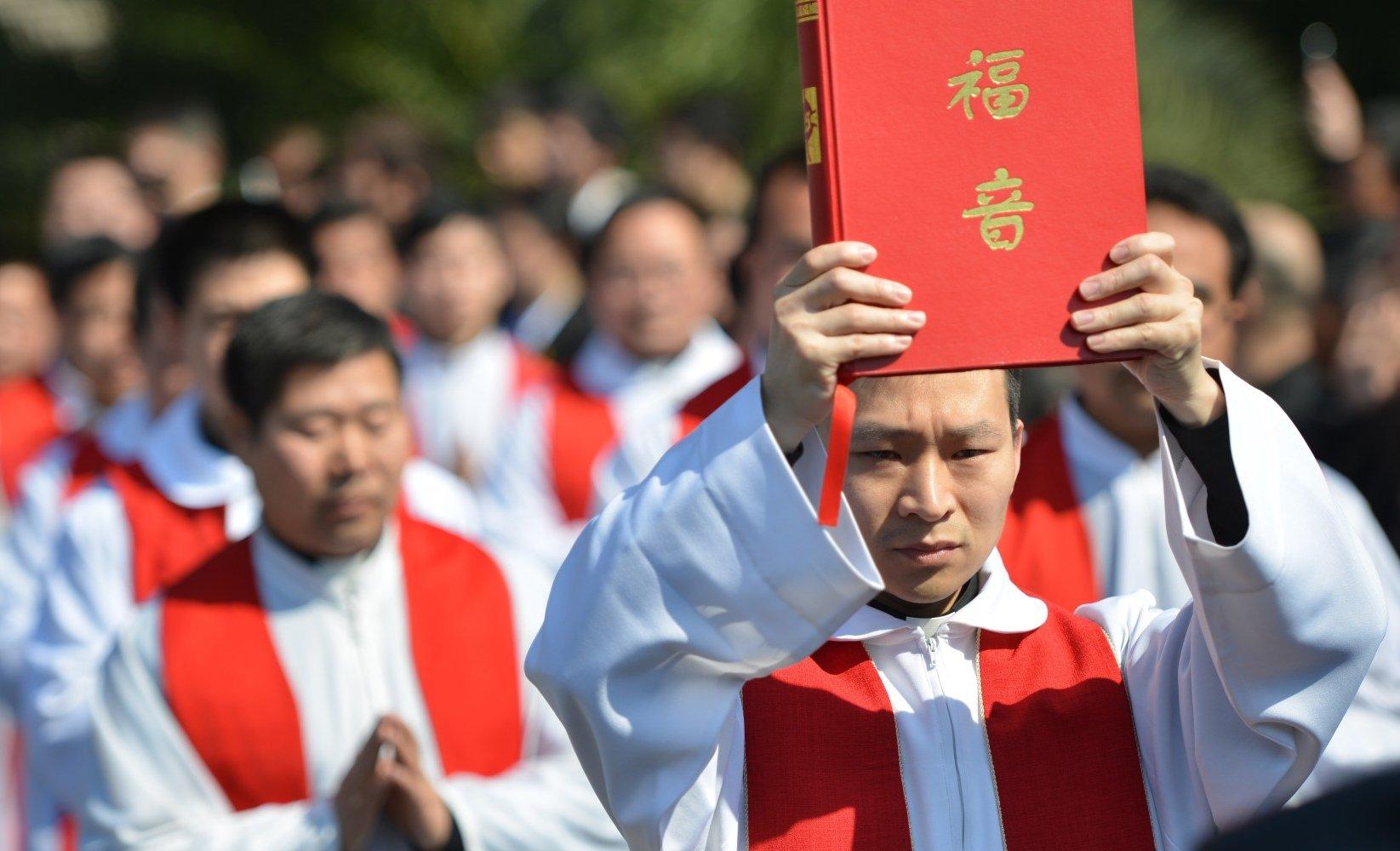 """China dice tener contactos """"efectivos"""" con el Vaticano"""