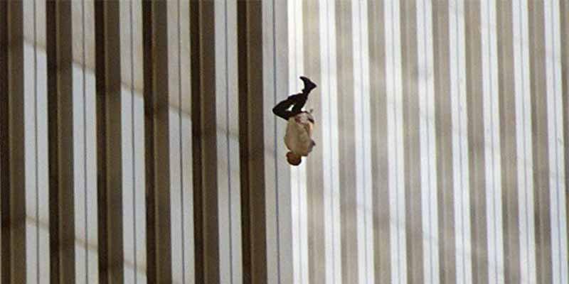 11-S: La historia detrás de la foto 'El Hombre que Cae'
