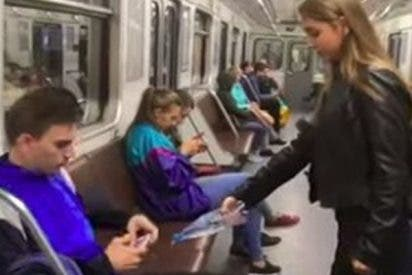 Feministas rocían con lejía las pelotas a los 'machitos' que se desparraman en el Metro
