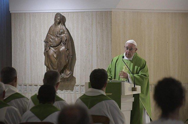 """El Papa en Santa Marta: """"Acusarnos a nosotros mismos y no a los demás"""""""