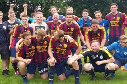 """Polémica en Alemania por 7 futbolistas que hicieron el saludo nazi para tomarse una foto """"divertida"""""""