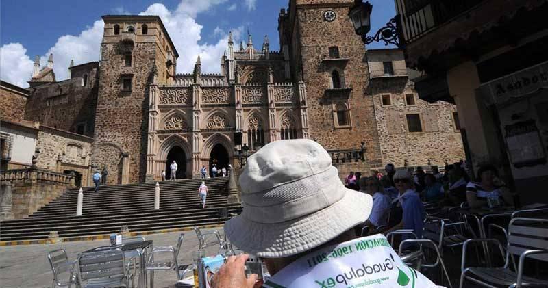 El presidente extremeño reclamará al Papa que Guadalupe deje de depender de Toledo